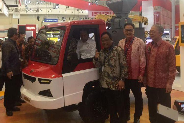 Mobil Desa AMMDes Diresmikan Presiden Jokowi Di GIIAS 2018