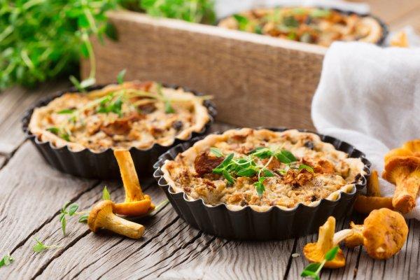 Resep Pie Ayam Jamur, Cemilan Gurih Yang Mengenyangkan!